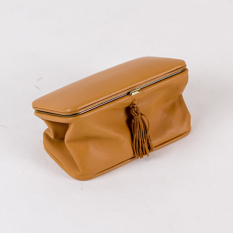 Trousse with tassel – TOBACCO